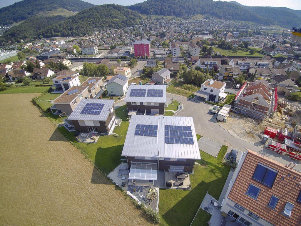 Dächer mit Solarpanels